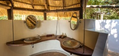 Nkwali Camp - Bathroom